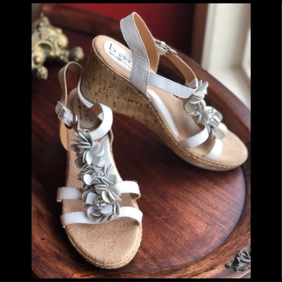 BOC by Born 10 white flower wedge sandals
